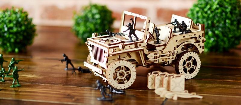 Mechanical model of a jeep made of wood